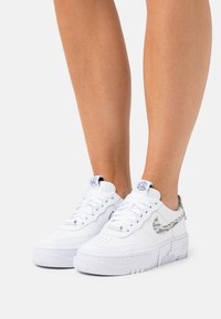 Nike Sportswear - AIR FORCE 1 PIXEL - Baskets basses - white/summit white/particle grey - 0