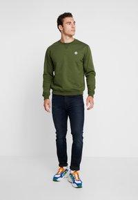 Wood Wood - TYE - Sweatshirt - army green - 1