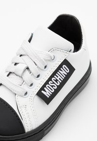 MOSCHINO - Sneaker low - white - 5