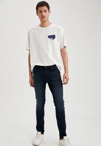 DeFacto - Jeans slim fit - indigo - 1