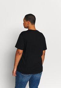 Even&Odd Curvy - T-Shirt print - black/white/beige - 2