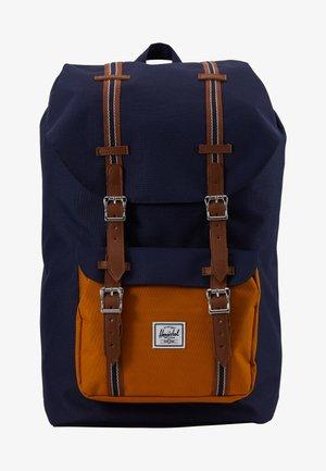 LITTLE AMERICA - Plecak - peacoat/buckthorn brown