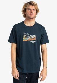 Billabong - GREETINGS - Print T-shirt - navy - 0
