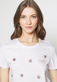 ONLY - ONLKITA LIFE BOX  - Print T-shirt - bright white/sunshine/pumice stone - 3