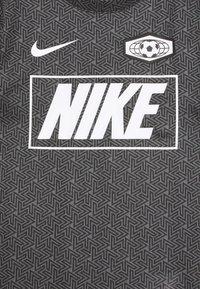 Nike Performance - DRY TEE SOCCER - Print T-shirt - iron grey/black - 2