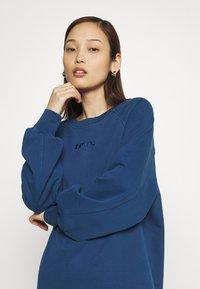 Levi's® - FRANNIE DRESS - Kjole - navy peony - 3