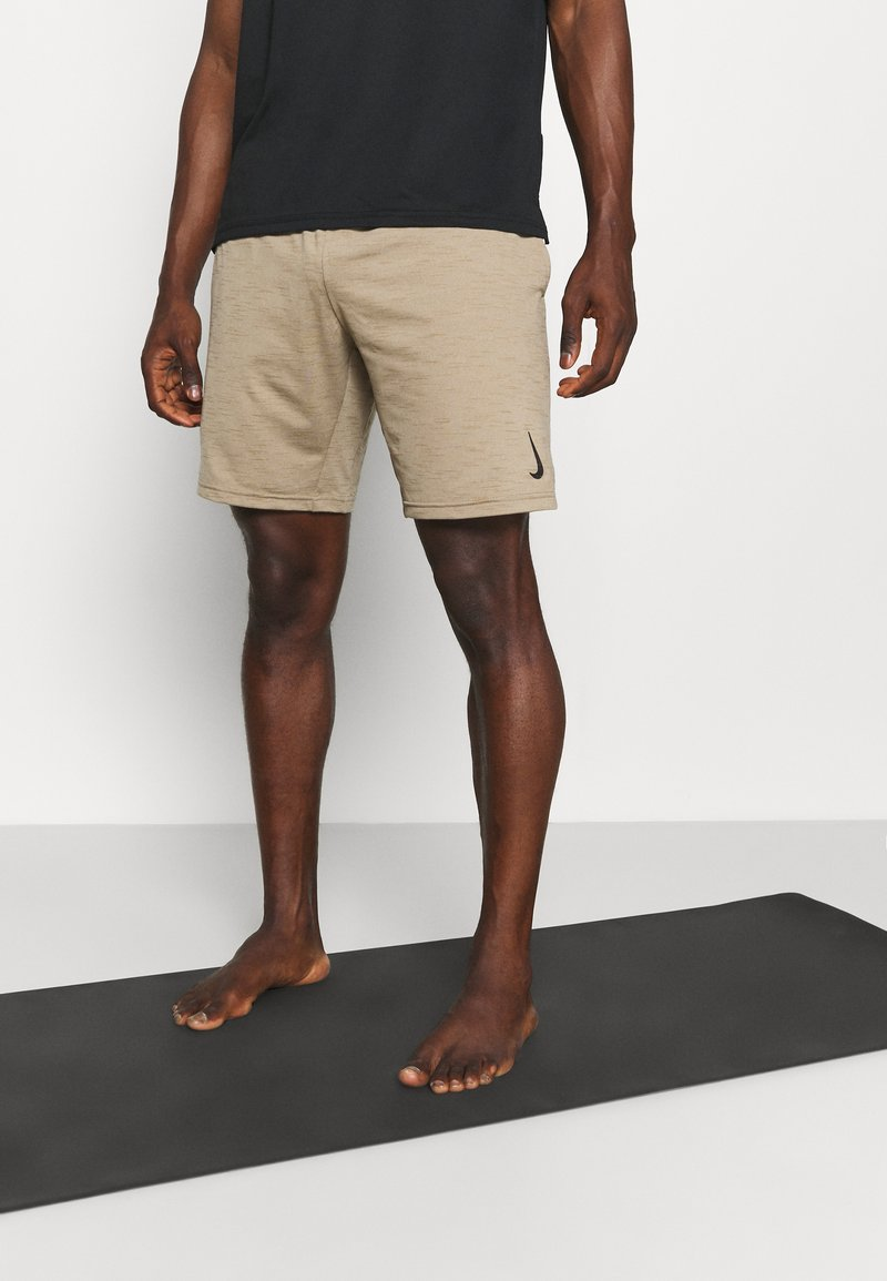 Nike Performance - YOGA - Korte broeken - khaki/brown kelp