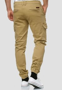 INDICODE JEANS - AUGUST - Pantaloni cargo - light brown - 2