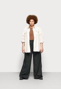 Missguided Plus - WIDE LEG CASUAL TROUSER - Spodnie materiałowe - black - 1