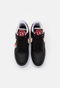 Nike Sportswear - AIR FORCE 1 '07 LV8 WW UNISEX - Trainers - black/flash crimson/white - 3