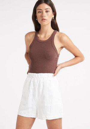 AU CARMEN  - Shorts - z-blanc