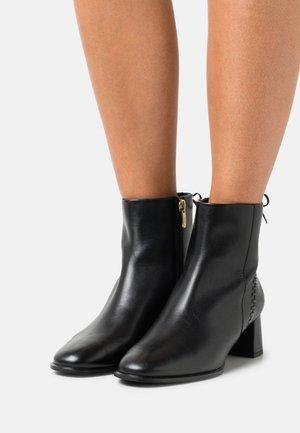 BALIEE - Korte laarzen - black