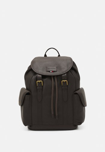 CASUAL FLAP BACKPACK