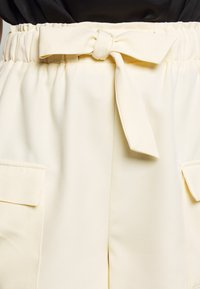 4th & Reckless - ROBBIE - Shorts - cream - 4