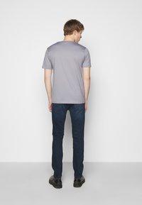 HUGO - DOLIVE - T-shirt imprimé - medium grey - 2