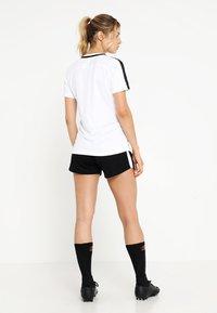 Nike Performance - DRY - Print T-shirt - white/black/black - 2