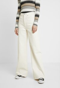 Levi's® - RIBCAGE WIDE LEG - Flared jeans - icy ecru - 0