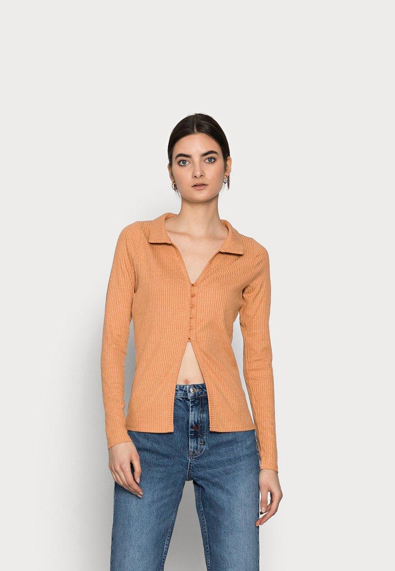 Fashion Union Tall - FENNEL CARDI - Chaqueta de punto - orange