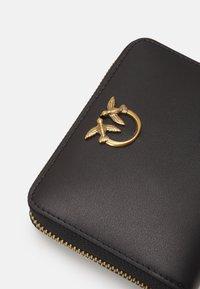 Pinko - TAYLOR WALLET ZIP AROUND SIMPLY - Wallet - black - 3