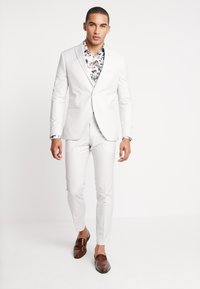 Isaac Dewhirst - WEDDING SUIT PALE - Oblek - stone - 1