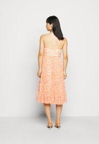 Forever New Petite - PLEATED MAXI DRESS - Sukienka koktajlowa - orange - 2