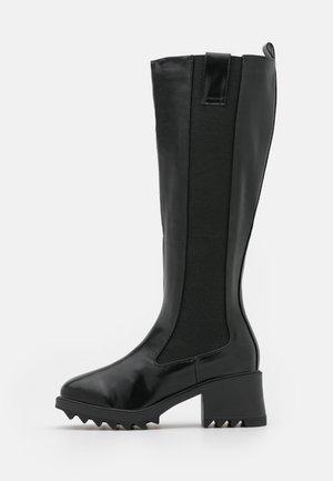 ANNABEL - Vysoká obuv - black