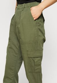 GAP Petite - CARGO UTILITY JOGGER - Cargo trousers - olive - 4