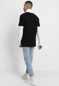 Mister Tee - TUPAC RETRO TEE - T-shirt med print - black - 2
