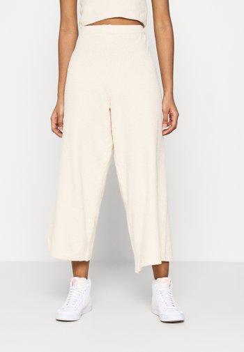 CALAH TROUSERS - Pantalon classique - beige light