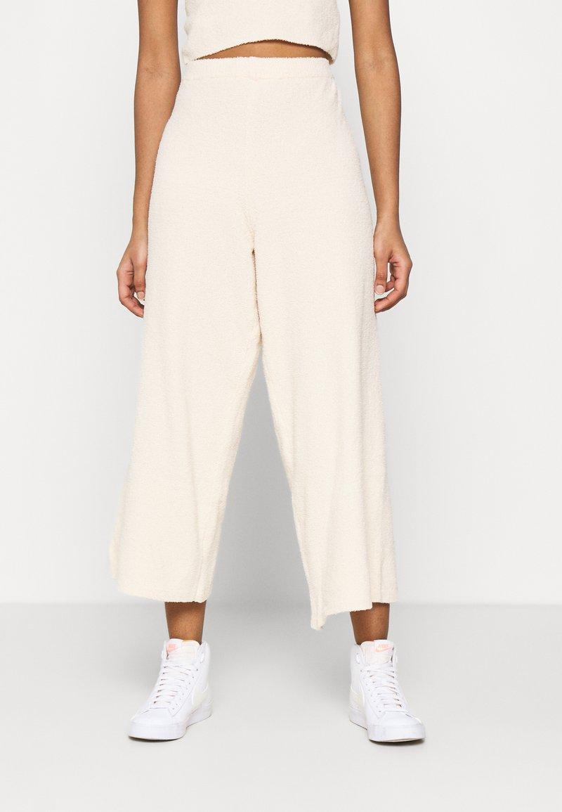Monki - CALAH TROUSERS - Trousers - beige light