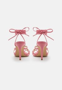 Glamorous - Sandály s odděleným palcem - pink - 3