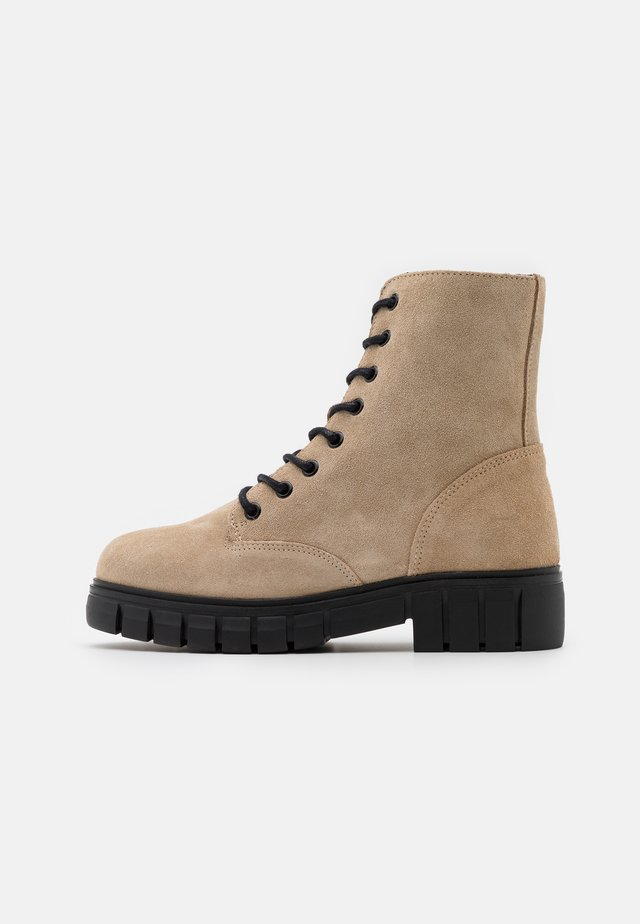 VMEA BOOT - Bottines à lacets - beige