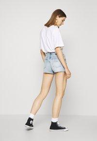 Tommy Jeans - HOTPANT  - Short en jean - light blue - 2