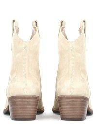 Kazar - VIOLA - Cowboy/biker ankle boot - beige - 3