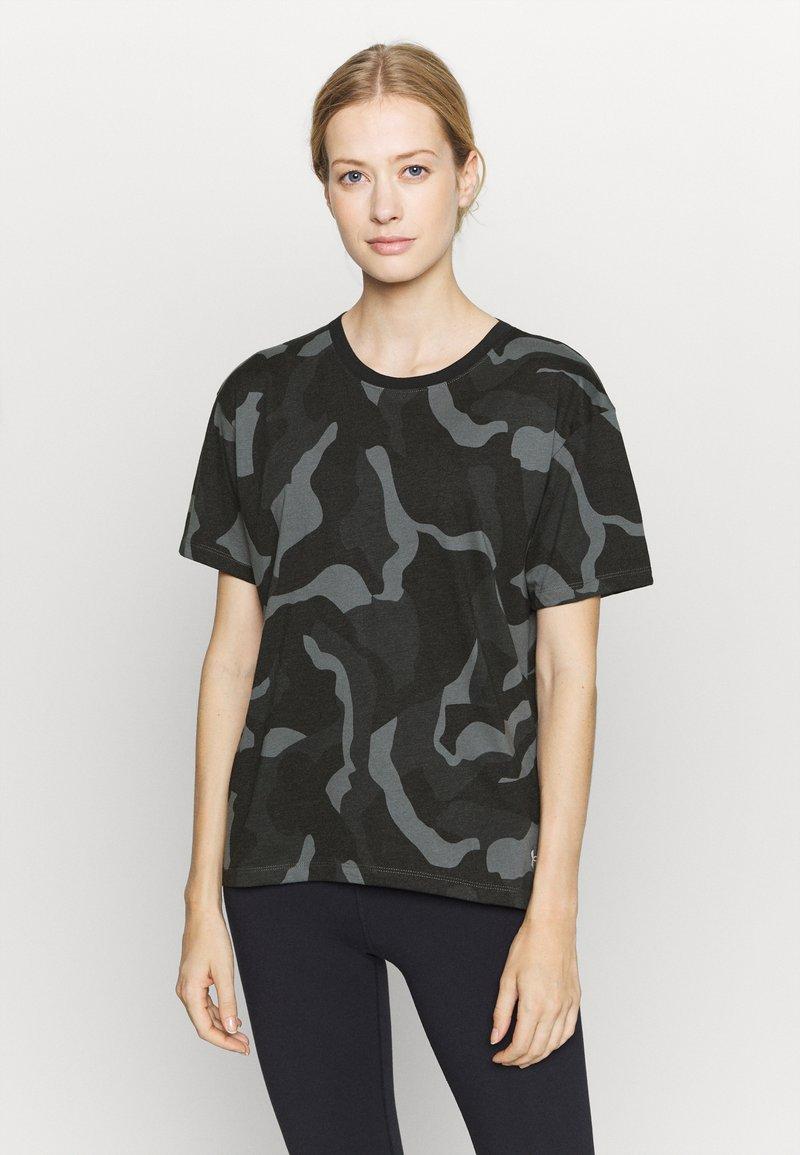 Under Armour - LIVE FASHION DENALI PRINT - Print T-shirt - black