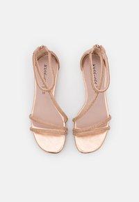 KHARISMA - Sandaalit nilkkaremmillä - rosa/oro - 5