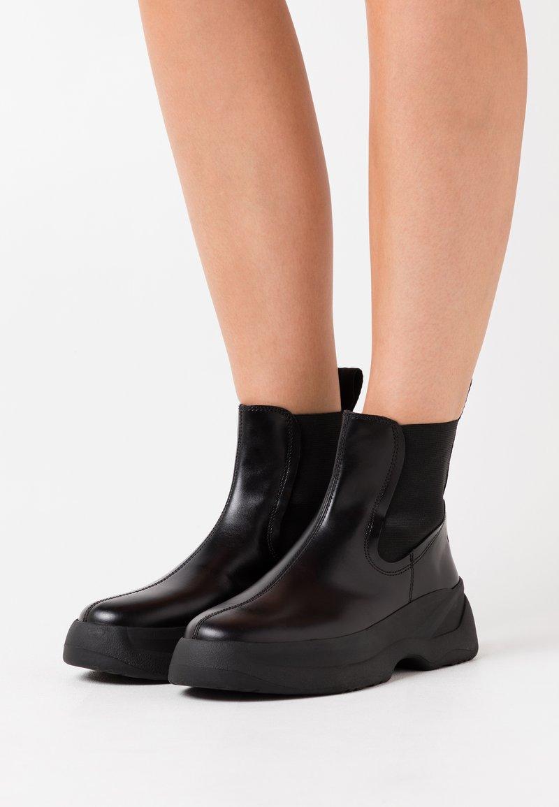 Vagabond - INDICATOR - Platform ankle boots - black