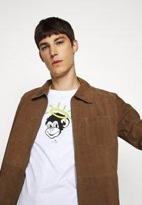 PS Paul Smith - MENS SLIM FIT MONKEY HALO - Print T-shirt - white - 3