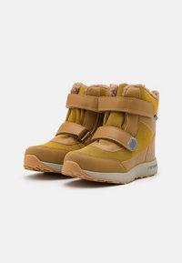 Finkid - LAPPI UNISEX - Zimní obuv - golden yellow/cinnamon - 1