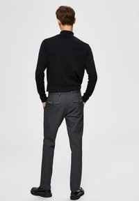 Selected Homme - SLHSLIM-CARLO FLEX PANTS - Pantalones - grey melange - 2