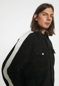 WRSTBHVR - GATY UNISEX - Fleece jacket - black - 3