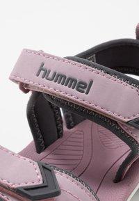 Hummel - SPORT - Vaellussandaalit - mauve/shadow - 2
