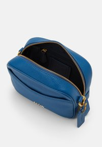 Coach - CAMERA BAG - Across body bag - bright mineral - 2