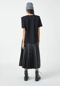 PULL&BEAR - Basic T-shirt - mottled black - 2