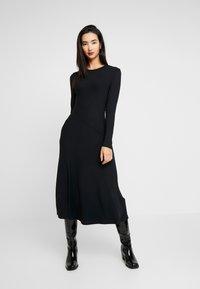 Zign - BASIC - Gebreide jurk - black - 0