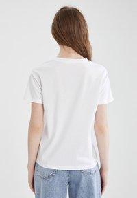 DeFacto - 2 PACK - Basic T-shirt - white - 2