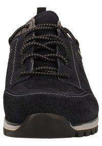 Fretz Men - Sznurowane obuwie sportowe - blue - 5