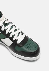 Diadora - MAGIC DEMI ICONA UNISEX - High-top trainers - white/dark green - 4