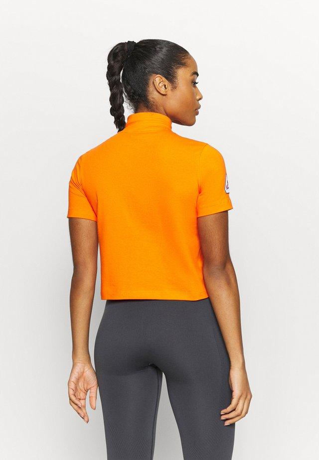 TEE - Triko spotiskem - orange