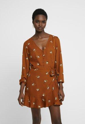 WRAP PIECED PRINT DRESS - Shirt dress - tan